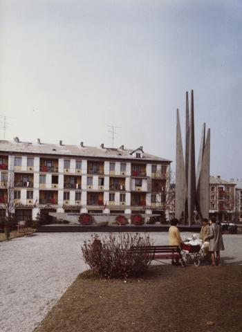 Salgótarján, Lenin tér a Szovjet hősi emlékművel