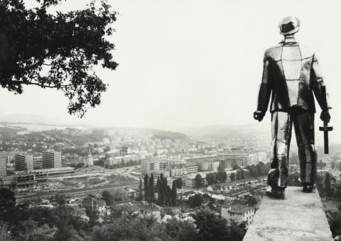 Salgótarjáni látkép a partizán emlékművel