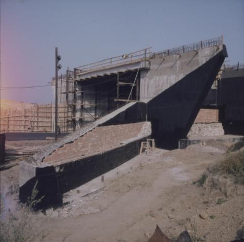 Felüljáró építése
