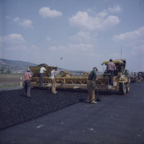 Autópálya építése