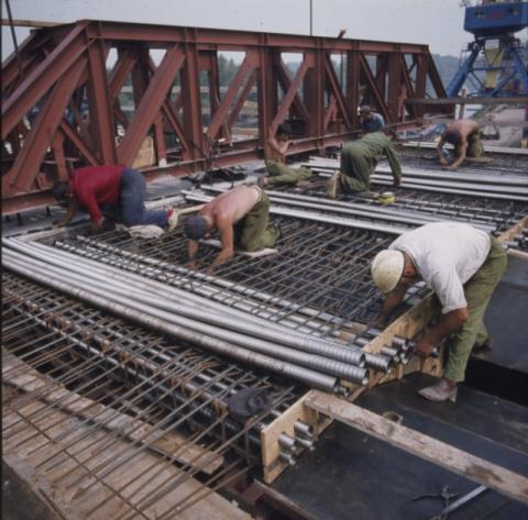 A békési Kettős-Körös híd építése