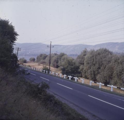A 11-es út a Duna mentén