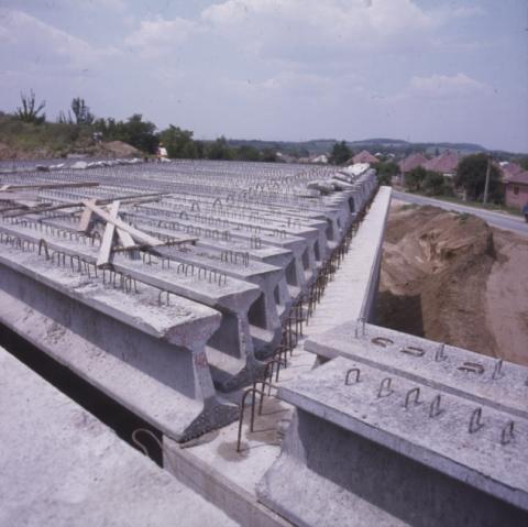 Építés alatt lévő útszakasz látképe
