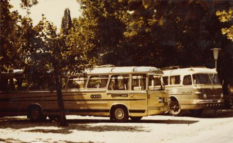 VAVO és Ikarusz típusú buszok a régi siófoki autóbusz-állomáson