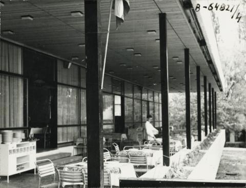 A balatonalmádi Pannónia Étterem terasza