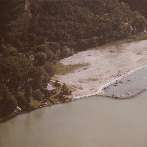 A balatonakarattyai part látképe