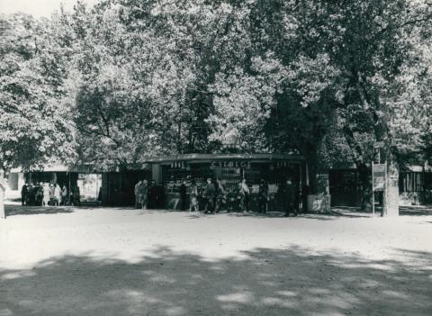 Csemegebolt Füreden a mólók közelében