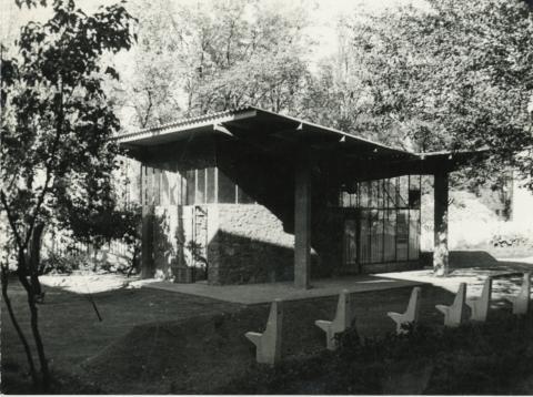 Üzlet épülete Fonyódon az 1960-as években