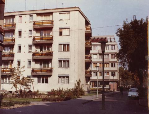 Szeged, Béla utca lakóépületei