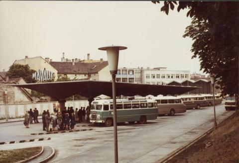 Kaposvár, Újpiac tér, autóbusz-állomás
