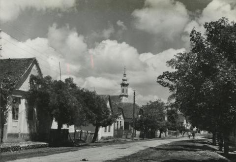 Bonyhád, Dózsa György utc a látképe