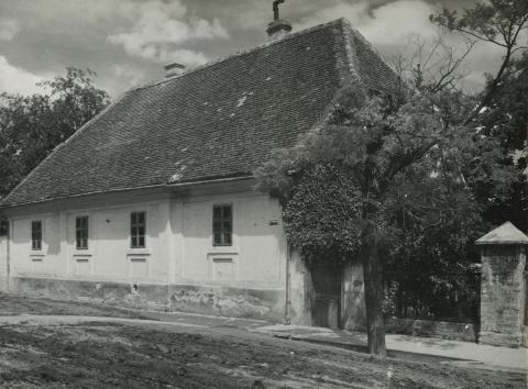 Bonyhád, evangélikus lelkészi hivatal és parókia