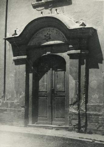 A bonyhádi neológ zsinagóga kapuja