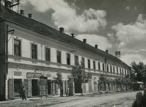 Bonyhád, egykori Sztálin (ma Szabadság) tér, községi tanácsház