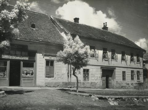 Bonyhád, Vörösmarty tér 16. számú lakóház