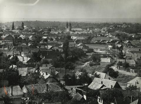 Kilátás Gyöngyösön a víztoronyból a Szent Orbán templom felé