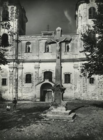 A gyöngyösi Szent Orbán-templom előtti Feszület