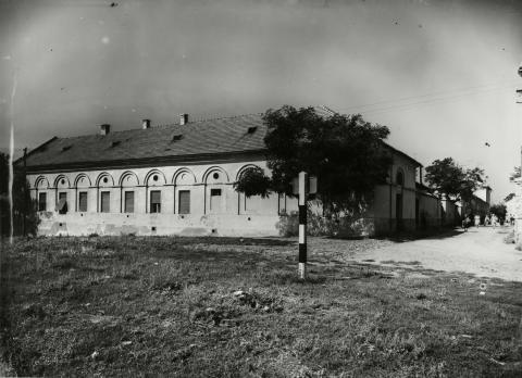 Gyöngyös, Kármán József utca 1., gazdasági épület