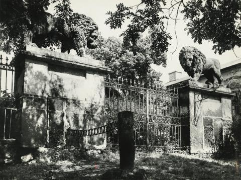 Gyöngyös, az egykori Orczy-kastély kapuja