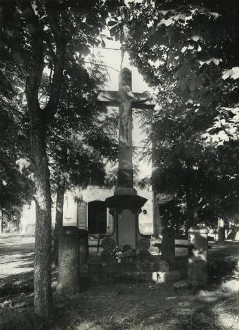 Mátrafüredi feszület a Keresztelő Szent János-templom előtt