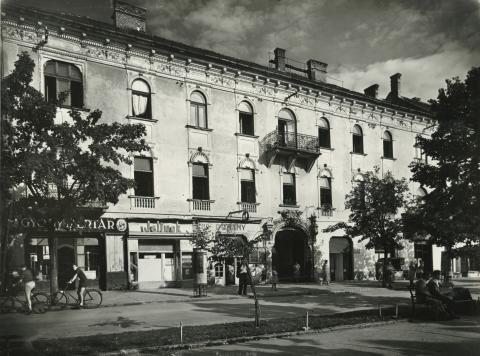 Gyöngyös, egykori Sztálin tér 10.