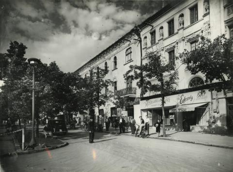 Gyöngyös, egykori Sztálin tér páratlan oldala