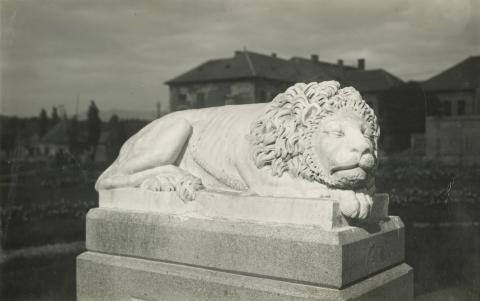 Gyöngyös, Oroszlán-szobor