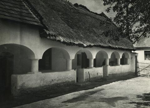 Ajkai tornácos ház