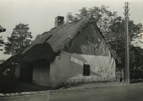 Tapasztott homlokzatú ház  Ajkán