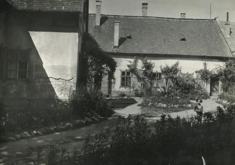 Ajkai óvoda és lakóház épülete
