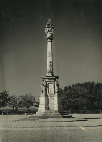 Szentháromság-szobor Baján