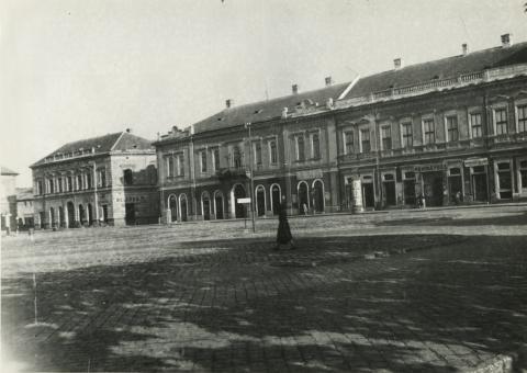 A bajai béke tér déli oldala