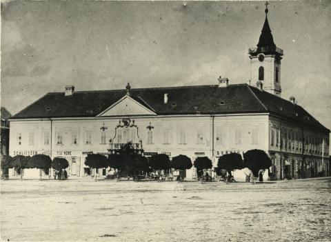A bajai Városháza a Béke téren