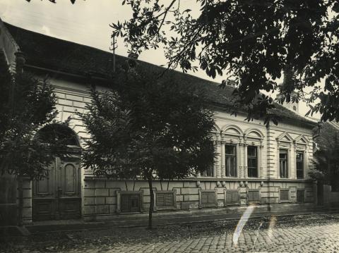 A bajai Táncsics utca 15. szám alatti lakóépület