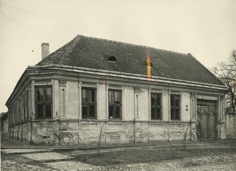 A bajai Szamuely Tibor utca 56. szám alatti lakóház