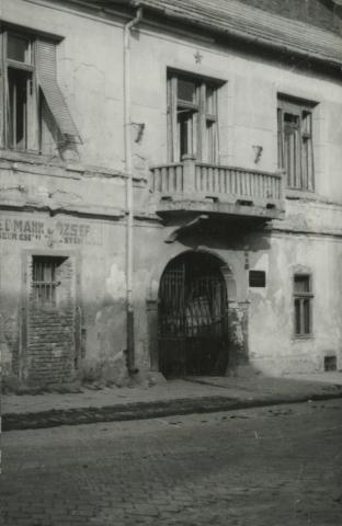 A balassagyarmati Kossuth Lajos utca 1. szám alatti saroképület