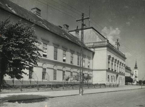 A balassagyarmati egykori megyeháza a Civitas Fortissima (volt Köztársaság) tér 2. szám alatt