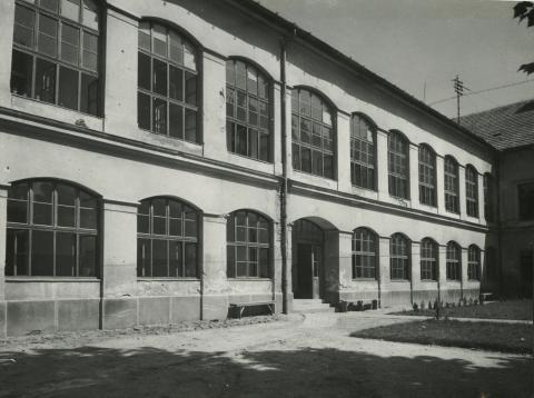 A balassagyarmati egykori megyeháza udvara