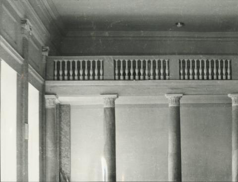 A balassagyarmati egykori megyeháza dísztermének erkélye