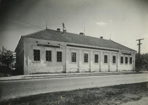 Nagykőrös, Kálvin tér 6. szám alatti egykori iskola