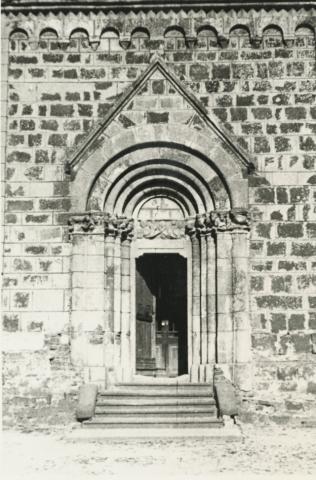 A felsőörsi római katolikus templom bejárata
