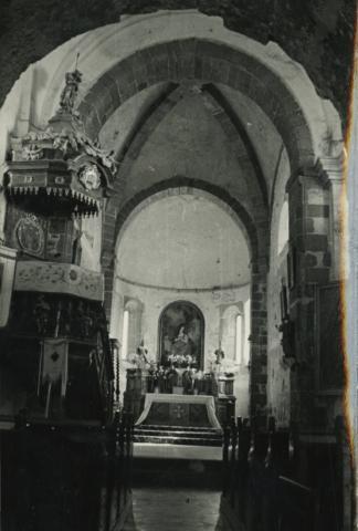 A felsőörsi római katolikus templom hajója és szentélye