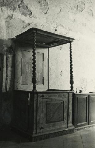 A felsőörsi római katolikus templom főpapi széke