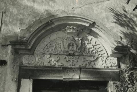 A felsőörsi préposti lak dízses kapujának részlete