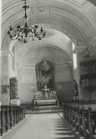 A gyulakeszi római katolikus templom belseje