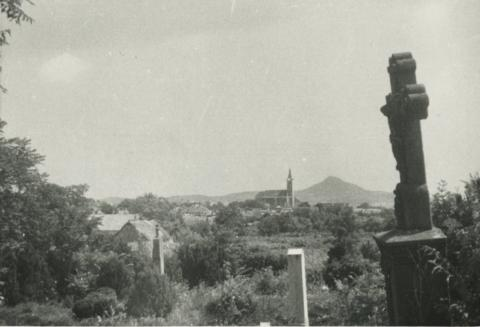 Gyulakeszi látképe a temetőből
