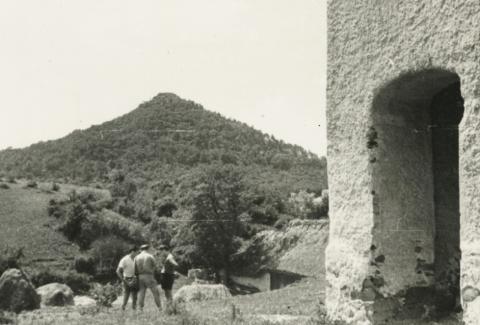 A hegyesdi várhegy és harangtorony