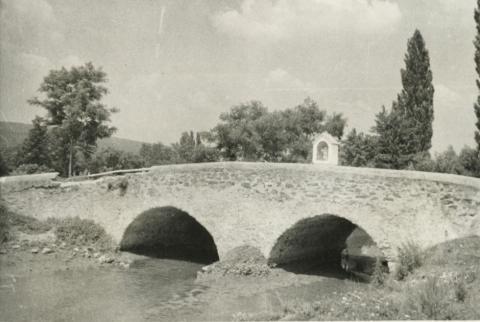 Kőhíd Hegyesden Nepomuki Szt. János szobrával