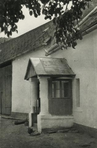 A kapolcsi Petőfi utca 67. szám alatti épület kapuépítménye
