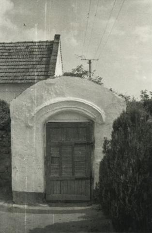 Pincelejárat Kékkúton a falu nyugati végén